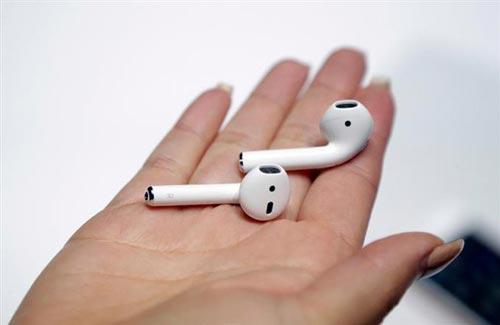 アップルの新型イヤホン「エアポッド」の使い方